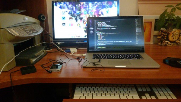 书桌大合照 (XPERIA Z1 用于拍照)